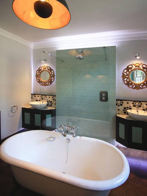 Hoxton Victorian Bathroom: eclectic Bathroom by Inara Interiors