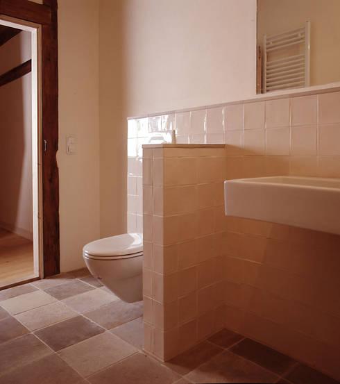 Badezimmer OG: rustikale Badezimmer von Gabriele Riesner Architektin
