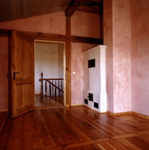 Schlafzimmer I: rustikale Schlafzimmer von Gabriele Riesner Architektin