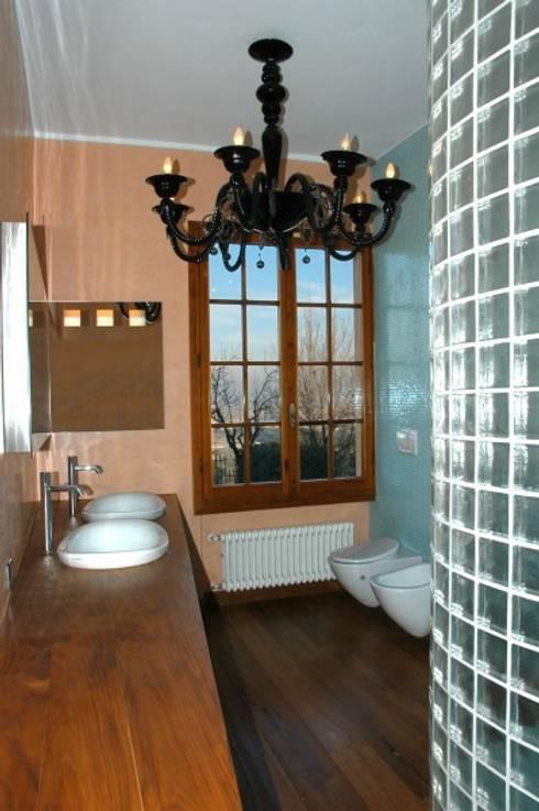 bagno 2: Bagno in stile in stile Moderno di CHRISTIAN THEILL DESIGN