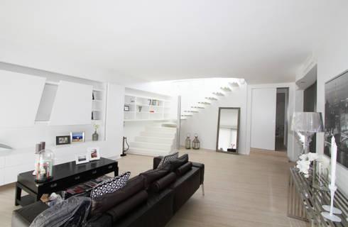 Casa L_01: Soggiorno in stile in stile Moderno di Gimmigi Lab Architettura