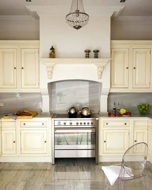 """""""chicote´s"""" kitchen heaven...: Casas de estilo  de nikohl cadeau interiors"""