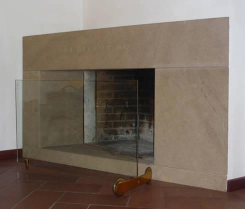 caminetto 2: Soggiorno in stile in stile Moderno di CHRISTIAN THEILL DESIGN