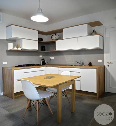 I ♥ GRAY :: la cucina di Maresa: Cucina in stile in stile Moderno di Spazio 14 10 di Stella Passerini