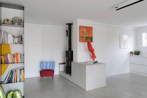 casa di luca: Soggiorno in stile in stile Moderno di Clinicaurbana
