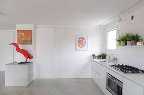 casa di luca: Cucina in stile in stile Moderno di Clinicaurbana
