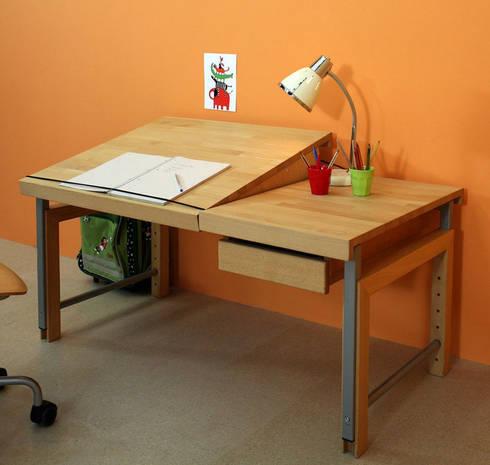 schreibtische nicht nur f r das kinderzimmer von. Black Bedroom Furniture Sets. Home Design Ideas
