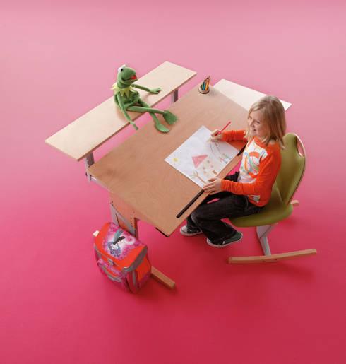 schreibtische nicht nur f r das kinderzimmer di wallenfels m bel f r klein gro homify. Black Bedroom Furniture Sets. Home Design Ideas