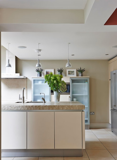 Country Home Kitchen: country Kitchen by Charlotte Crosland Interiors