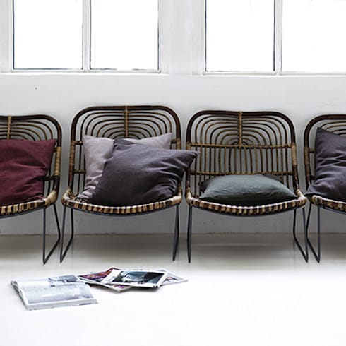 Kawa lounge chair: eclectic Living room by Decorum