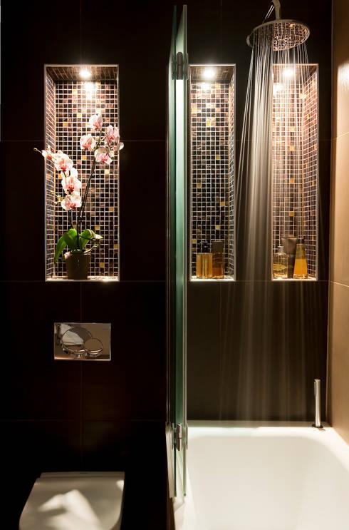 Kensington: eclectic Bathroom by Matteo Bianchi Studio