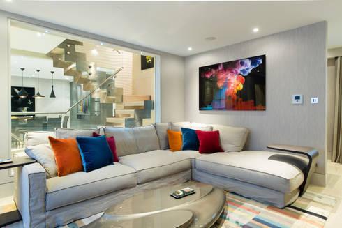 Mayfair Mews House: modern Living room by Harriet Forde Design