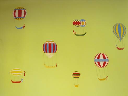 Cameretta mongolfiere: Stanza dei bambini in stile in stile Moderno di INTERNO78.IT - DECORAZIONI D'INTERNI