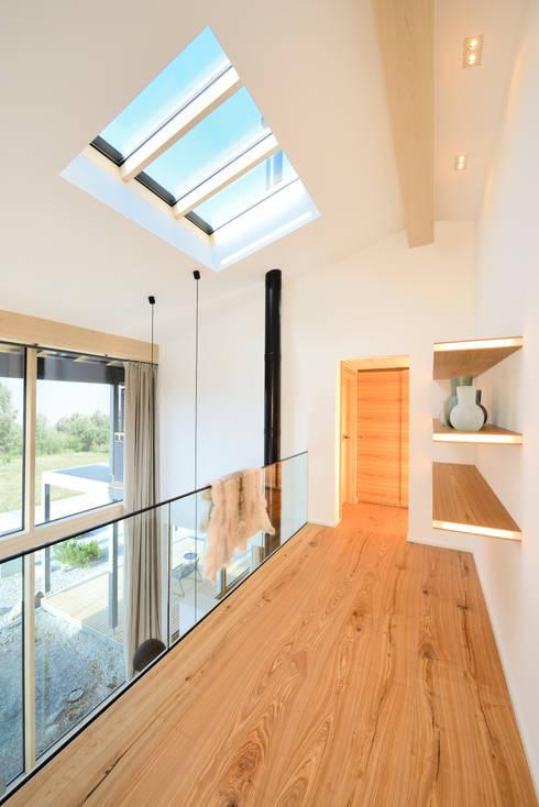 Прихожая, коридор и лестницы в . Автор – Bau-Fritz GmbH & Co. KG