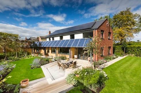 Cheltenham Passivhaus: modern Houses by Seymour-Smith Architects