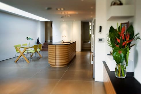Highgate N6: Stunning London Kitchen: classic Kitchen by Increation