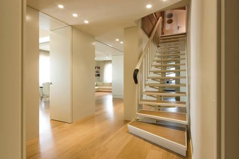 Ingresso: Ingresso & Corridoio in stile  di OPEN PROJECT