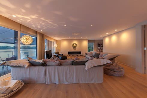 Lakes By Yoo 2:  Living room by Future Light Design