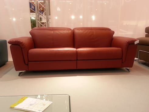 Sofas actuales: Salones de estilo moderno de MOKA Interiorismo