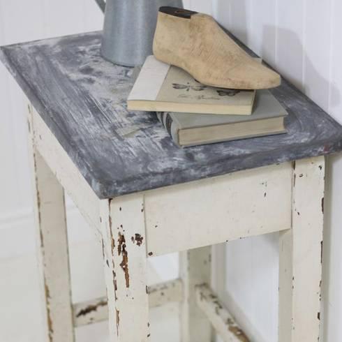 White and zinc vintage side table: rustic Living room by Loop the Loop