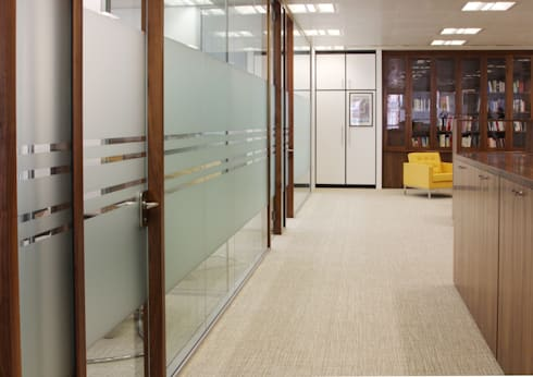 Prestige West End Office Interiors:   by 4D Studio Architects and Interior Designers