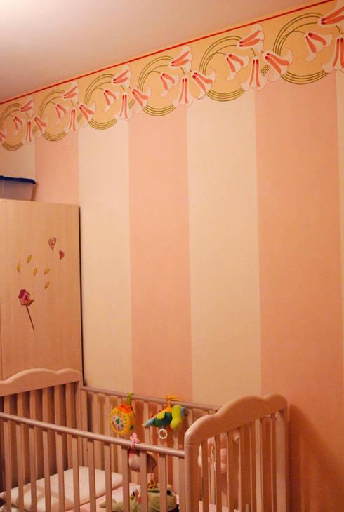 Decorazione murale per la cameretta : Camera da letto in stile in stile Classico di RIECOLOGIZZO