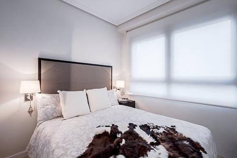 Dormitorios cálidos: Casas de estilo moderno de Laura Yerpes Estudio de Interiorismo