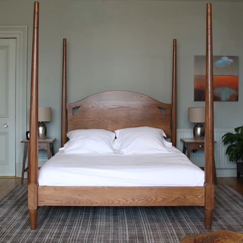 York Four Poster Bed: classic Bedroom by TurnPost