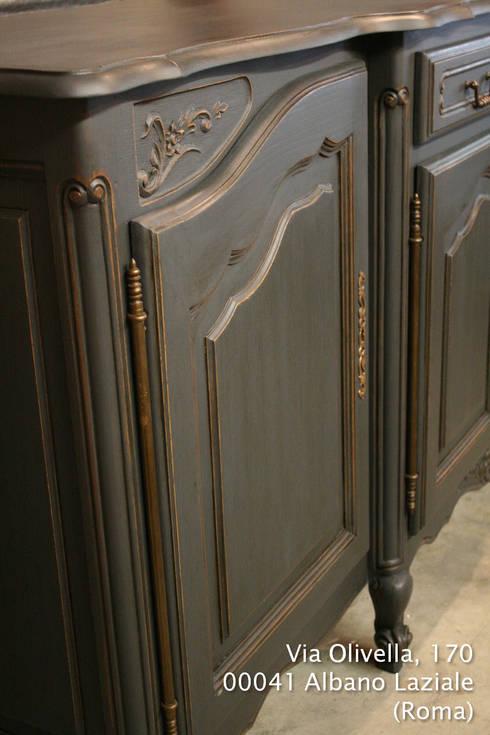 Credenza/Buffet Provenzale in Grafite e Oro: Sala da pranzo in stile in stile Moderno di LUCY retrò & chic