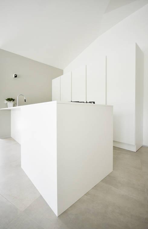 living area | cucina: Cucina in stile in stile Moderno di fds|officina di architettura