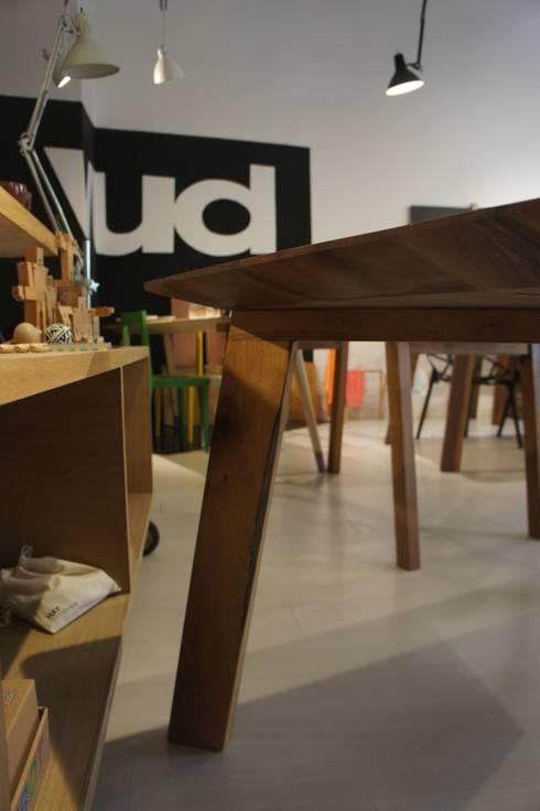 Tavolo quadrato bordi smussati di vud design homify for Tavolo quadrato design