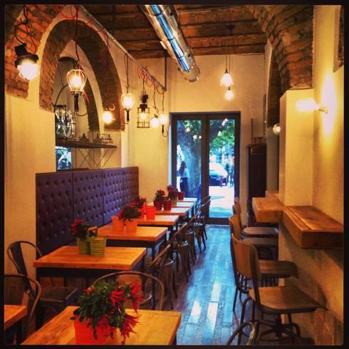 Roma Beer Company: Gastronomia in stile  di 3 Punti Architettura
