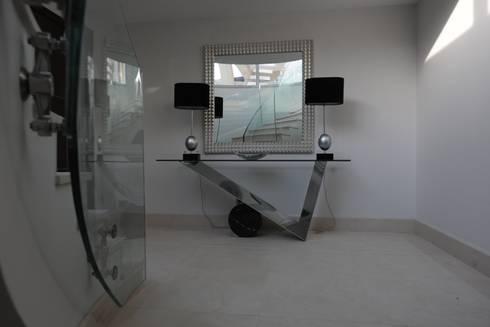 Quinta do Lago:  Corridor & hallway by Cheryl Tarbuck Design