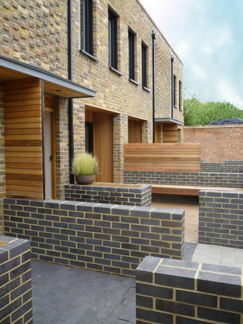 Eden Studios: 7 new houses in west London: modern Houses by Studiodare Architects