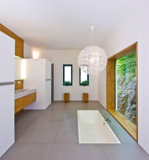 Salle de bain de style de style eclectique par Bau-Fritz GmbH & Co. KG