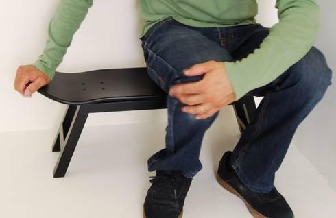 Skate stool  - original gift for a skateboarder: Habitaciones infantiles de estilo  de SKATE-HOME