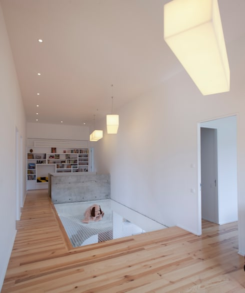 Projekty,  Pokój multimedialny zaprojektowane przez POLY RYTHMIC ARCHITECTURE