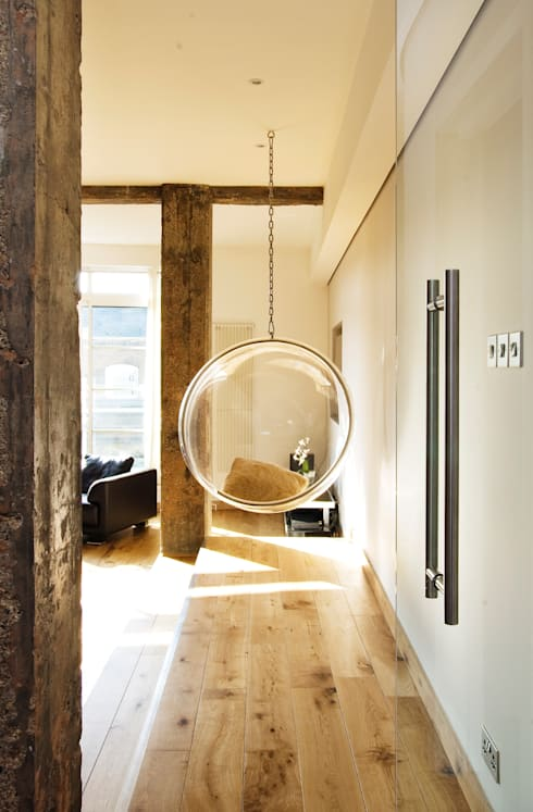 Farringdon Loft Conversion:  Living room by Matteo Bianchi Studio
