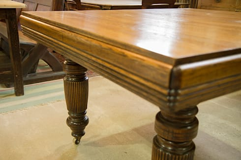 Extending oak dining table, smallest size.: classic Dining room by Brown's Antiques Billiards and Interiors