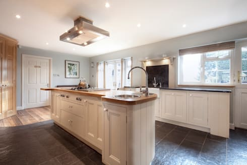 Surrey KT1: Country Family Home: classic Houses by Increation