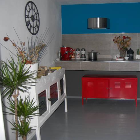 LOW COST HOME STAGING: Cucina in stile in stile Eclettico di Inarte Progetti di Lucio Mana