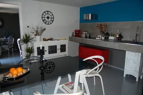 LOW COST RELOOKING: Cucina in stile in stile Eclettico di Inarte Progetti di Lucio Mana
