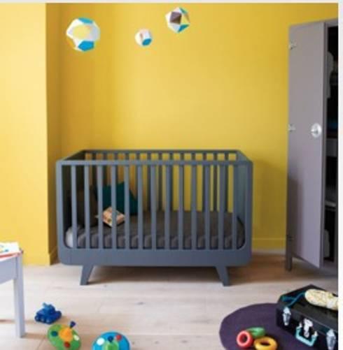 Laurette Babybett Joli Môme 70 x 140 cm:  Kinderzimmer von KIND DER STADT