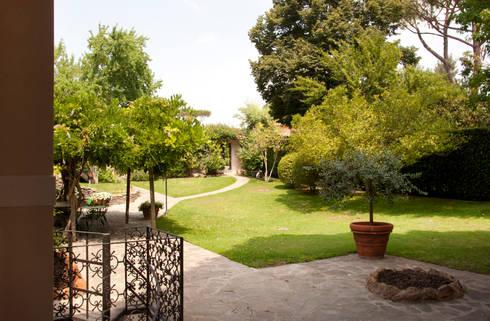 Villa Unifamiliare all'Olgiata: Case in stile in stile Classico di LPA