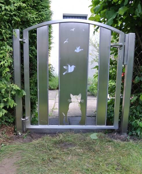Edelstahl Gartentür:  Garten von Edelstahl Atelier Crouse - Stainless Steel Atelier