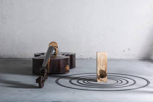 itòch acoustic amplifier 2014: Casa in stile  di iTòch