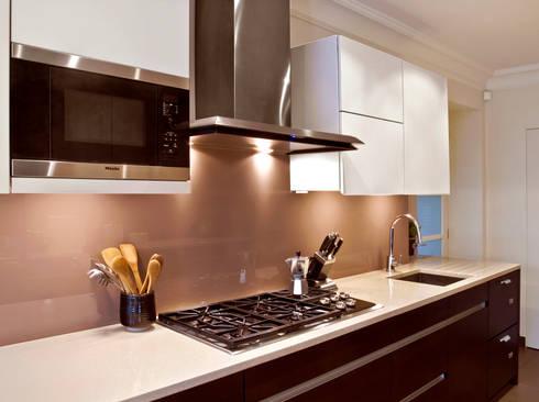 London Townhouse—Golders Green: modern Kitchen by Eliska Design Associates Ltd.