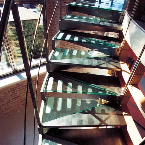 Arredamenti su misura realizzati da NIVA-line: Ingresso, Corridoio & Scale in stile in stile Moderno di Ni.va. Srl