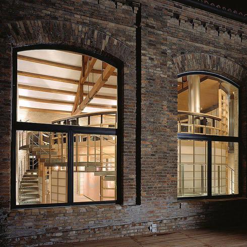 Arredamenti su misura realizzati da NIVA-line: Finestre & Porte in stile in stile Moderno di Ni.va. Srl