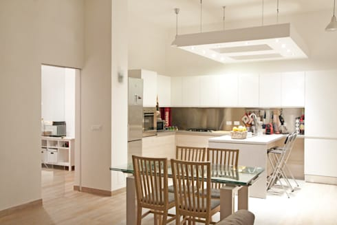CASA AP: Cucina in stile in stile Moderno di Andrea Orioli